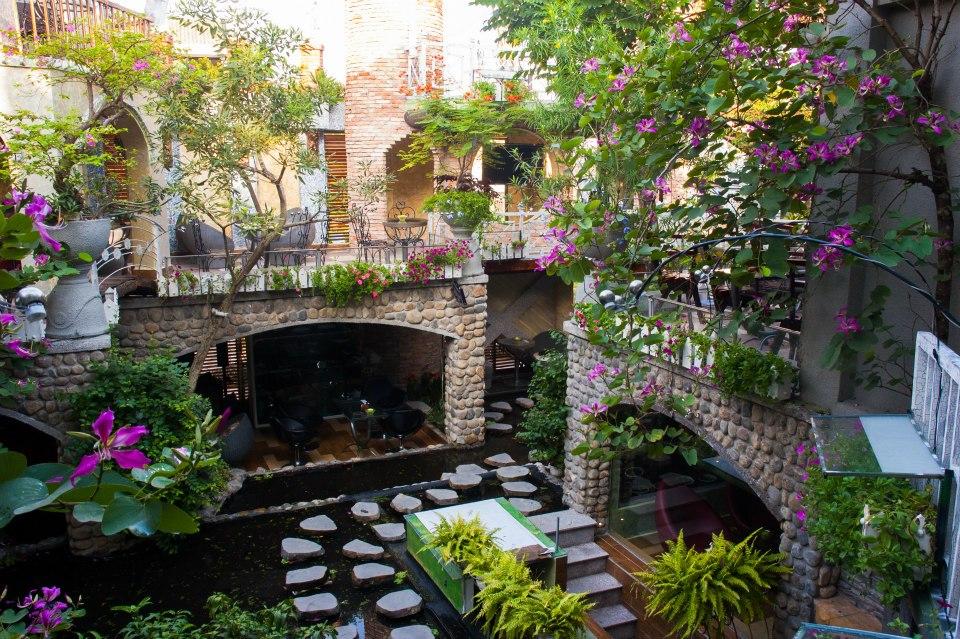 kinh doanh cà phê sân vườn vẫn là mô hình thu hút khách hàng