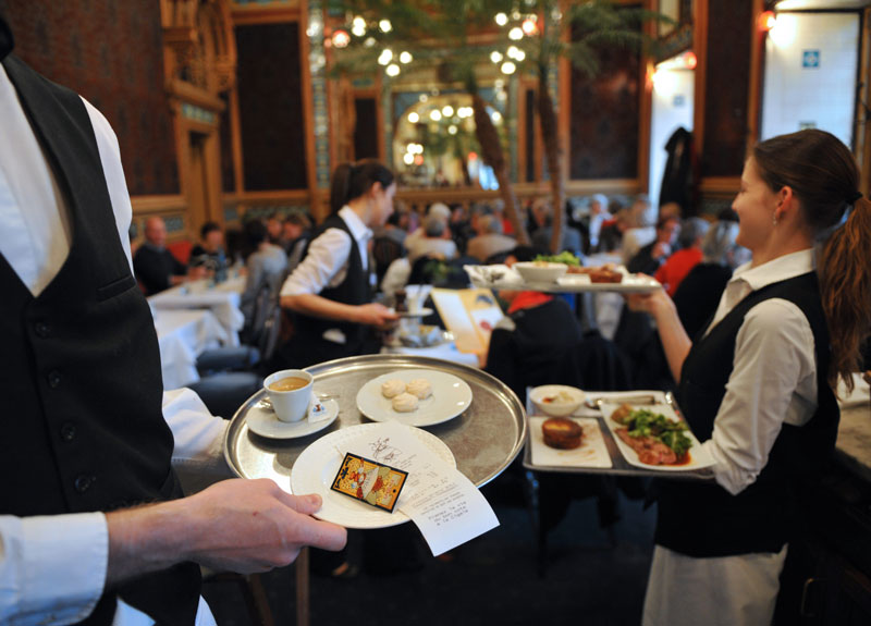 kinh Doanh nhà hàng không gian và dịch vụ là những yếu tố quan trọng